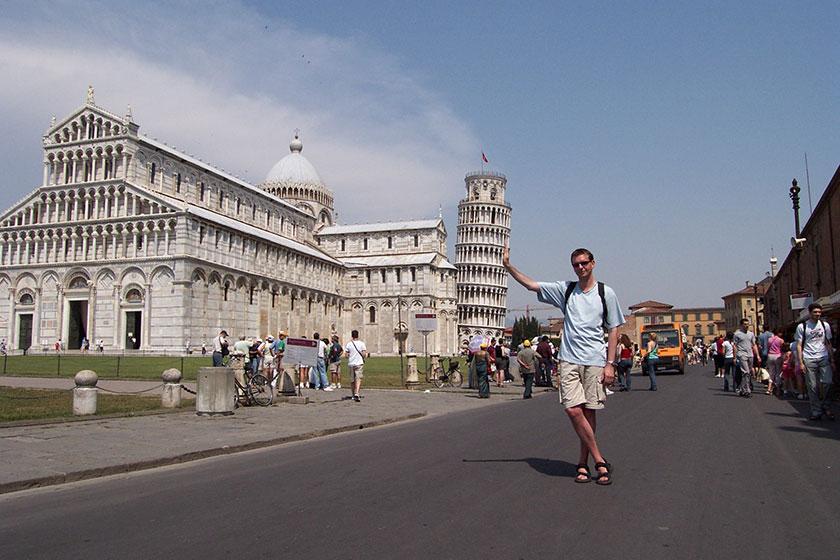 Typisch Touristen, turmstützen in Pisa