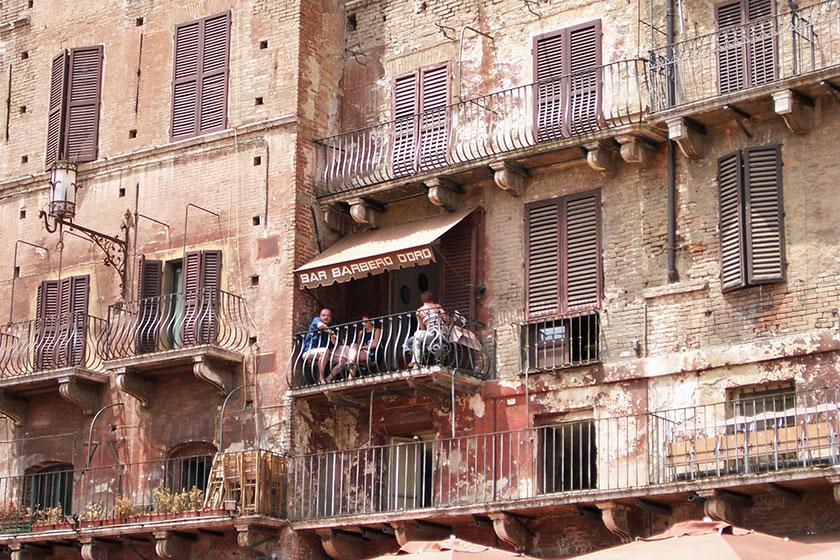 Siena ein Cafe in luftiger Höhe am Piazza del Campo