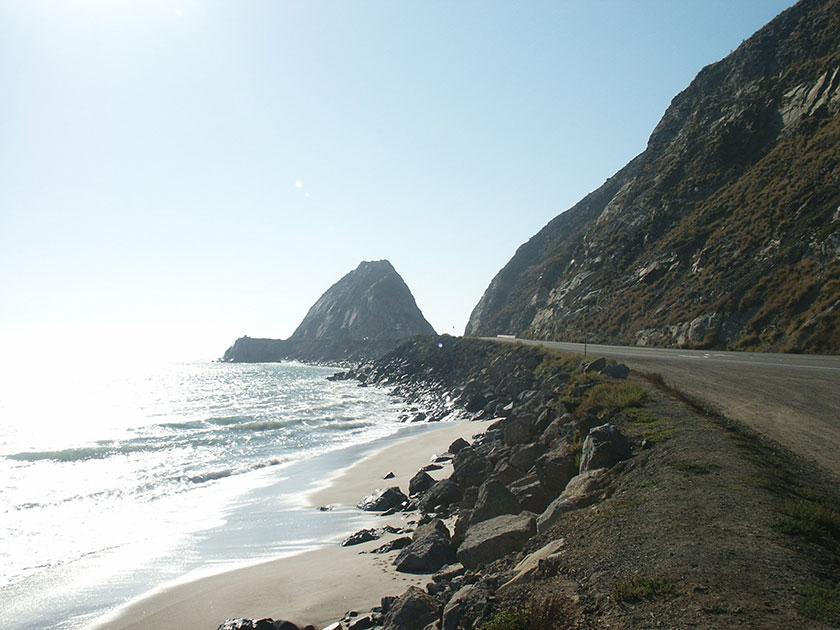 Die Küstenstraße an unserem Campingplatz in Malibu