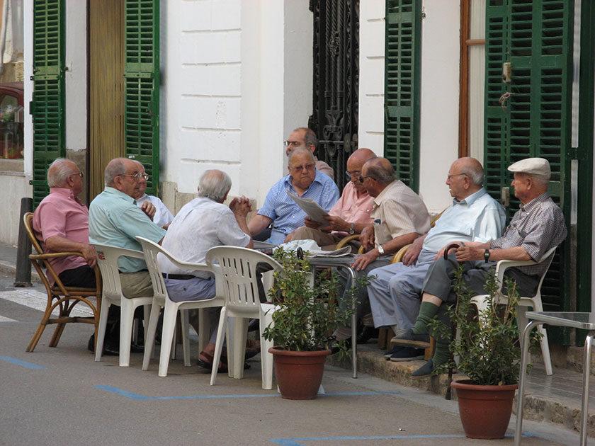 Die Siesta wird in Spanien sehr ernst genommen, natürlich Männlein und Weiblein getrennt.