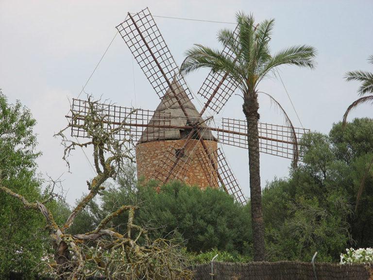 Viele dieser Windmühlen sind liebevoll restauriert und funktionieren teilweise sogar wieder.