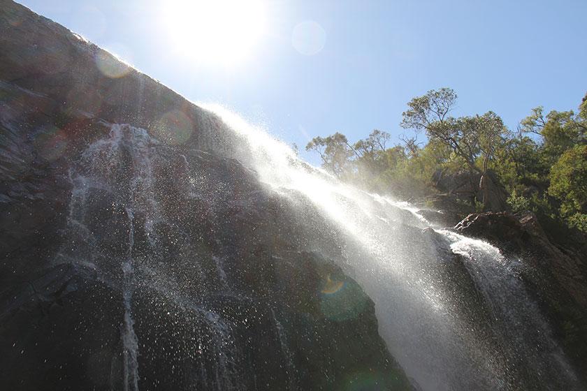 Die MacKenzie Falls
