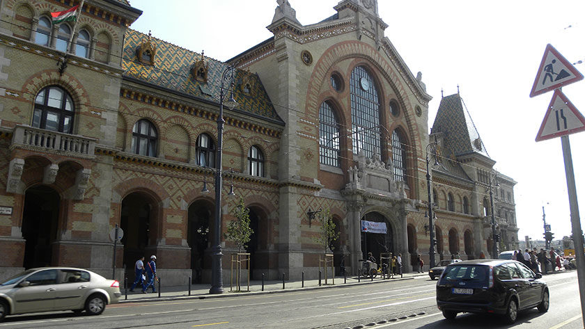 Die große Markthalle