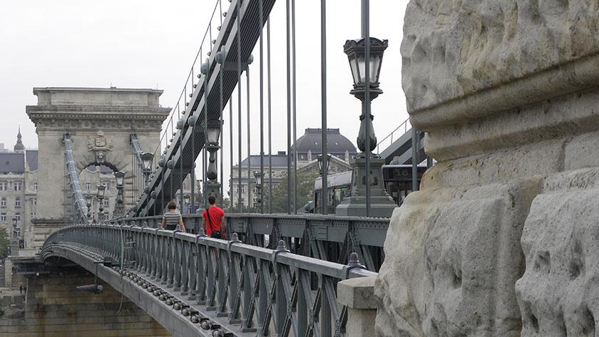 Die Kettenbrücke