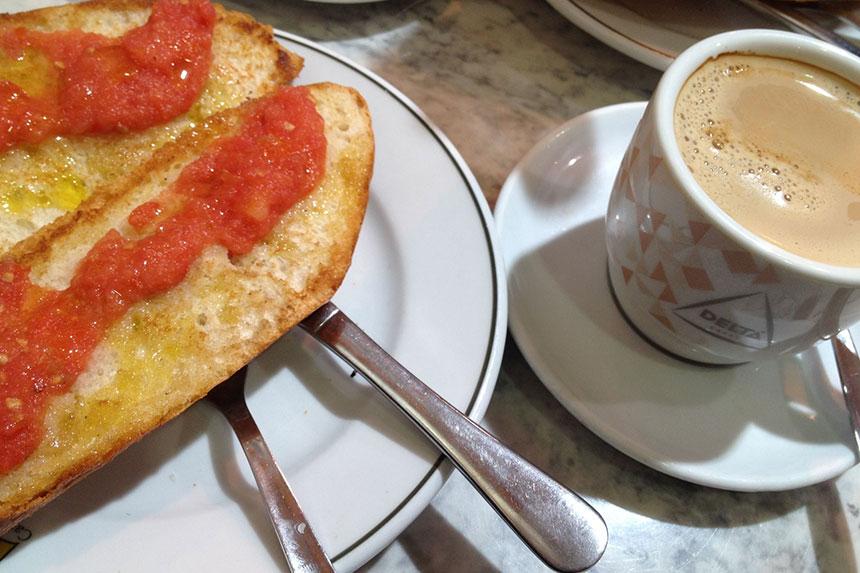 Zum Frühstück Pan Tumaca