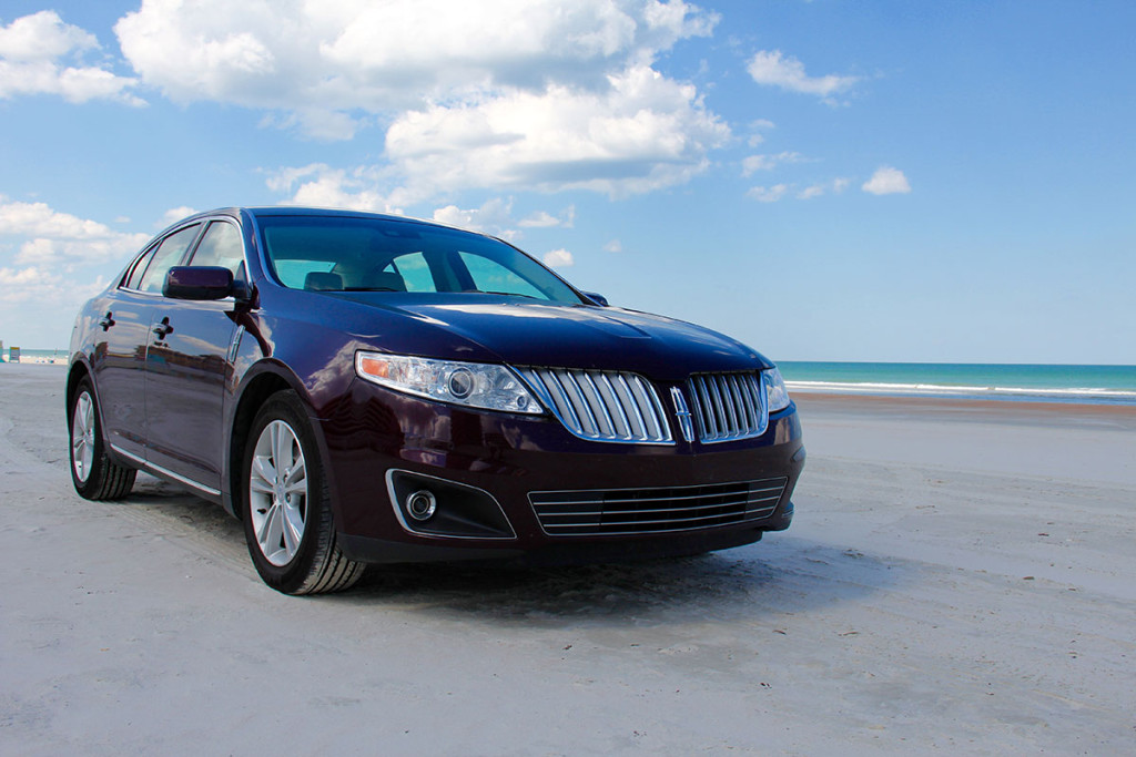 Unser bordeauxroter Lincoln MKS