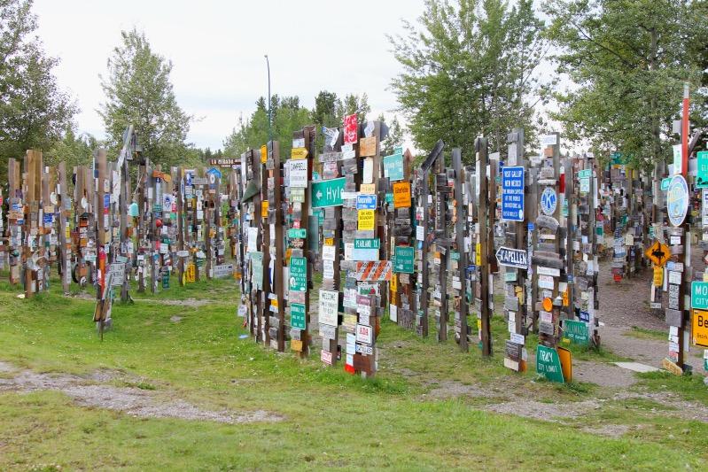 Mehr als 80.000 Schilder hängen hier bisher