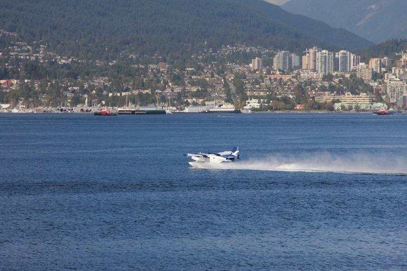 Wasserflugzeuge starten hier im Minutentakt