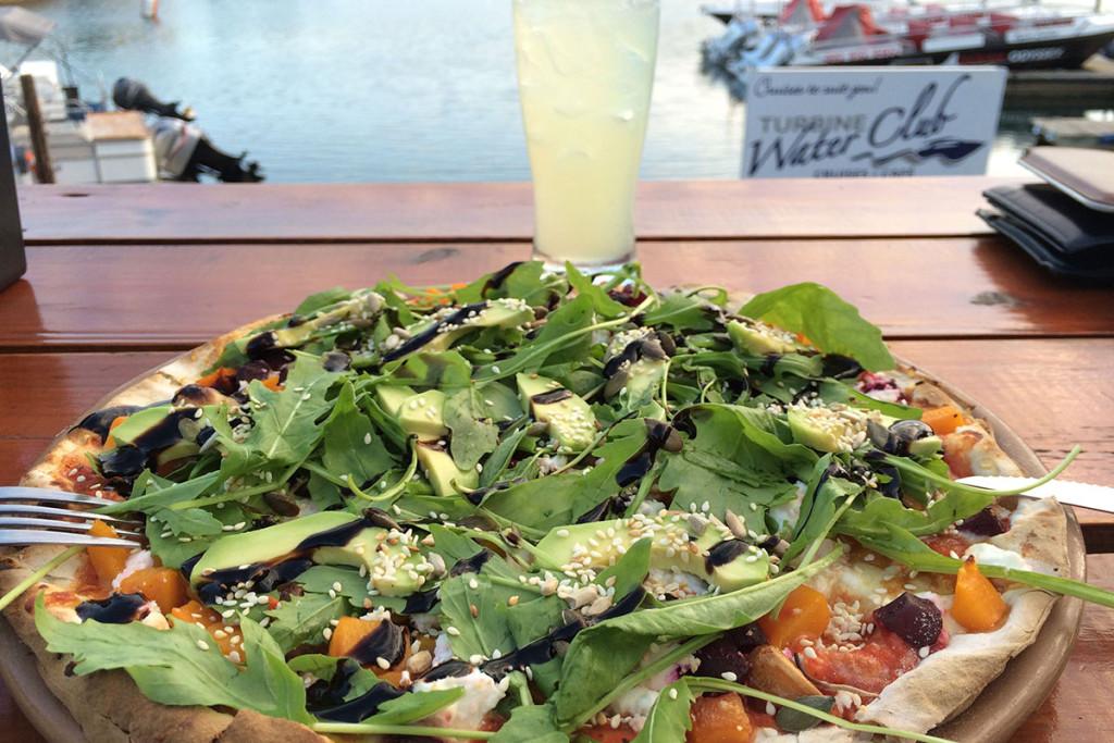 Gesunde Veggie-Pizza am Abend