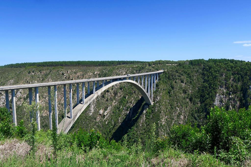 Von dieser Brücke im Tsitsikama National Park kann man Bungeespringen