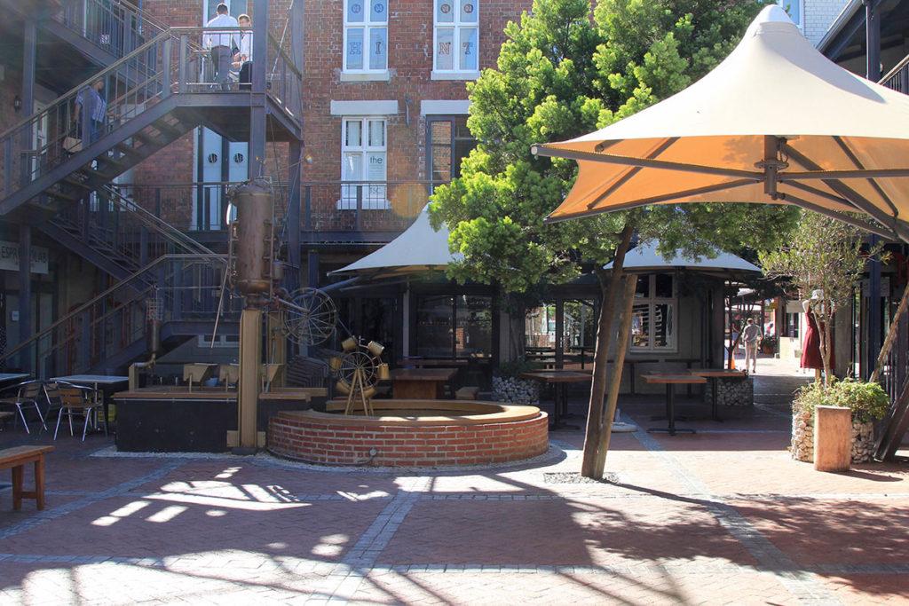 Viele kleine Läden und Restaurants in The Old Biscuit Mill