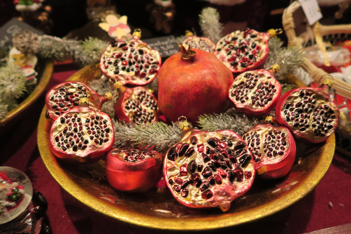 Granatapfel als Baumschmuck
