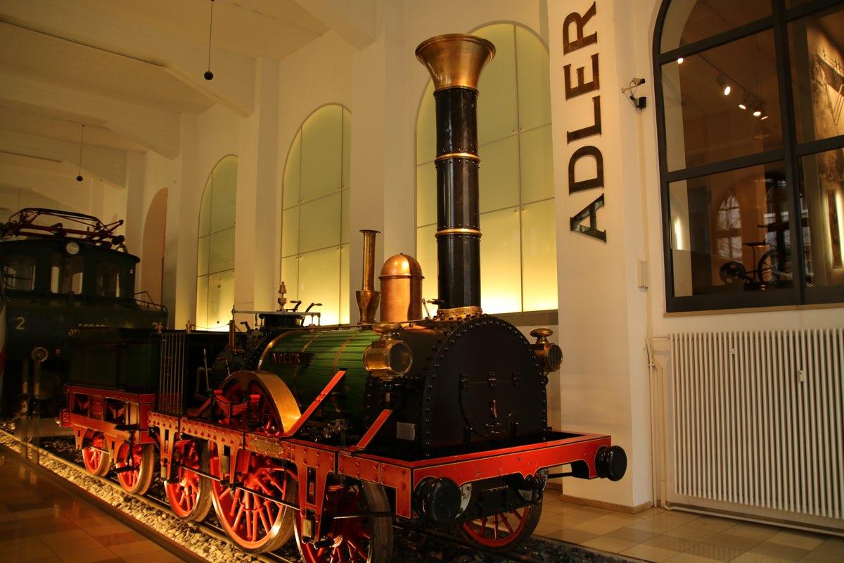 Im DB Museum gibt es große Eisenbahnen...