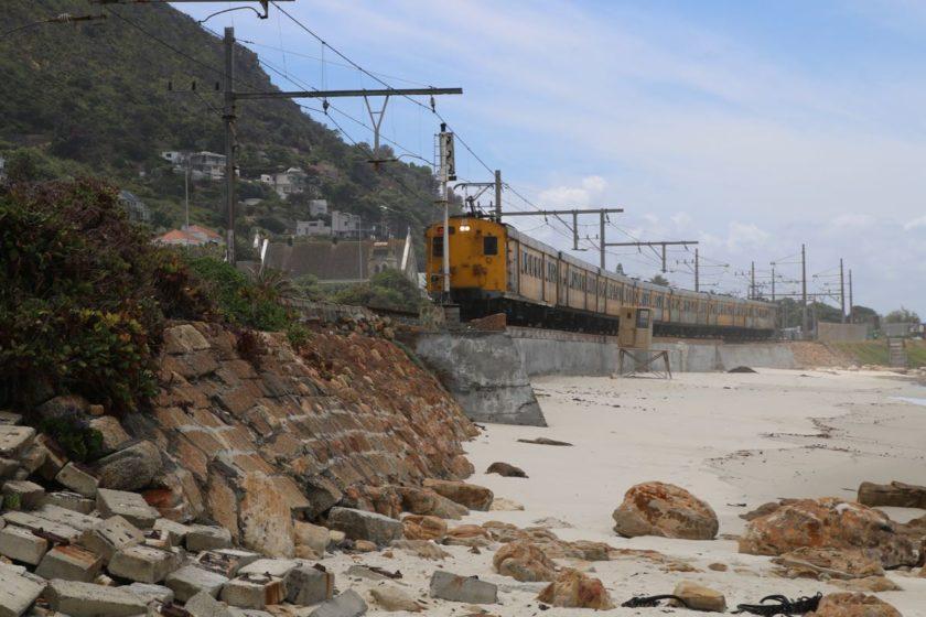 Crazy Trainsituation am Strand von St. James