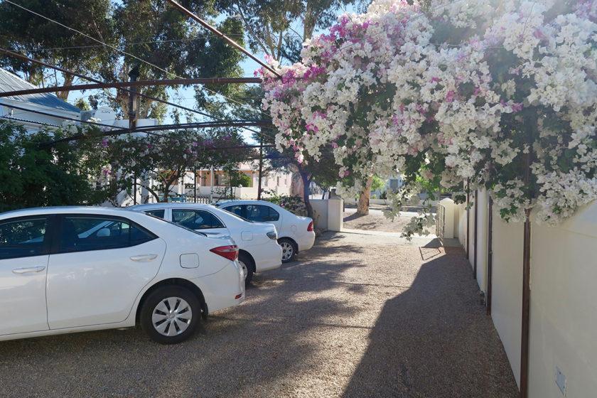 Auch die Autos haben es schön im Prince Albert Country Stay