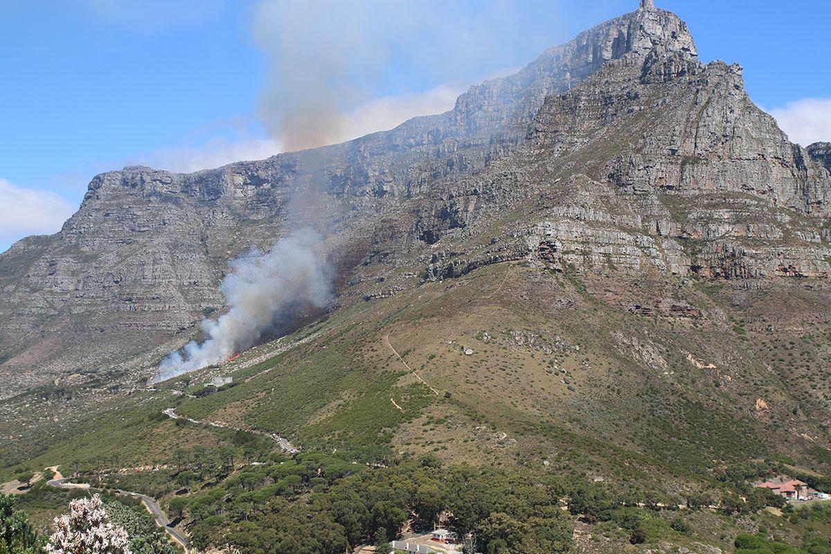 Feuer am Tafelberg
