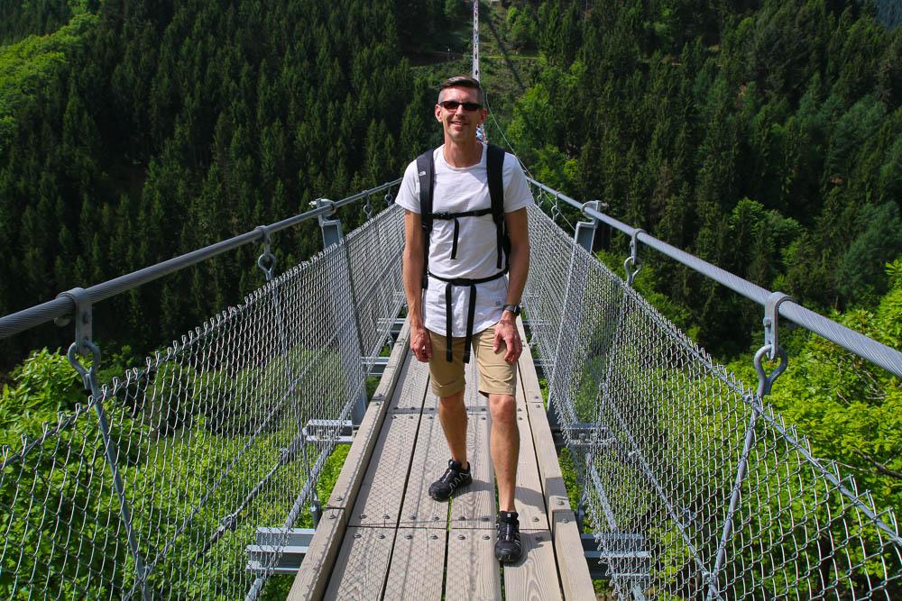 Gunnar auf der Hängeseilbrücke Geierlay