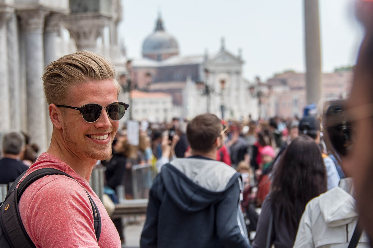 Fabian auf dem Piazza San Marco in Venedig