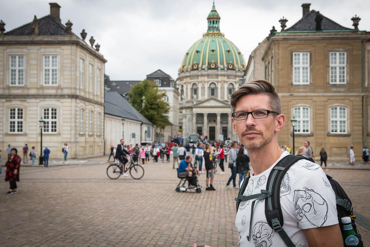 Gunnar vor dem Schloss Amalienborg