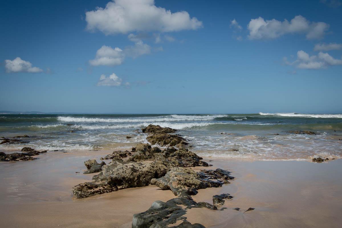 Jeffreys Bay - Strand, Wind und Wellen. Perfekt zum Surfen.