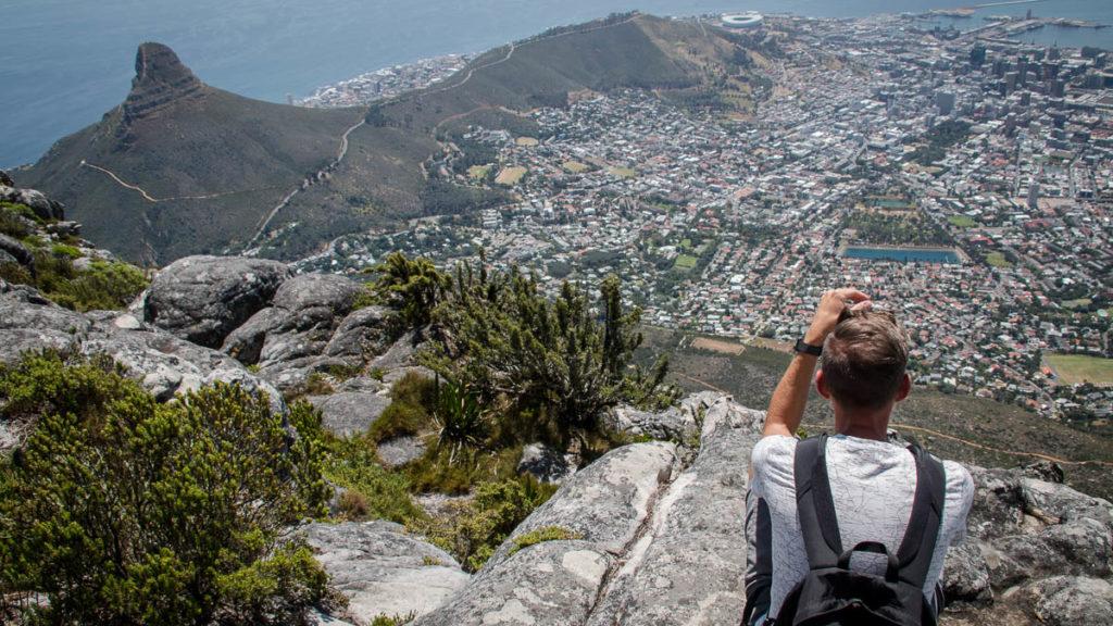 Blick vom Tafelberg auf den Lions Head und Signal Hill