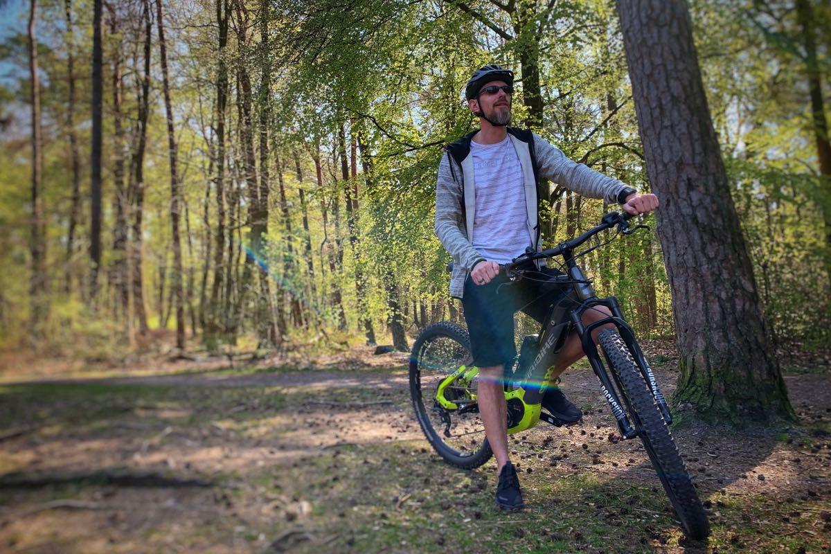 Mit dem E-Bike durch den Wald