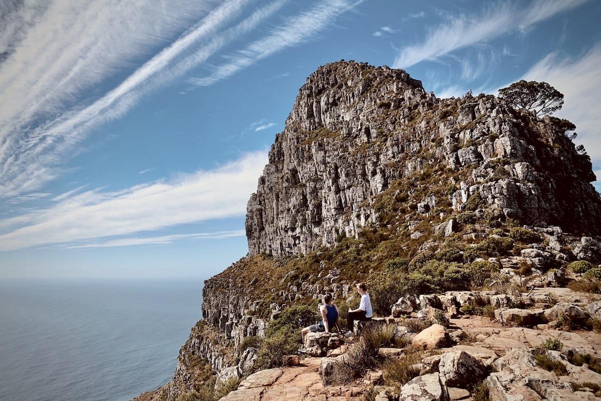 Eine ungewöhnliche Perspektive auf den Lions Head vom unteren Plateau.