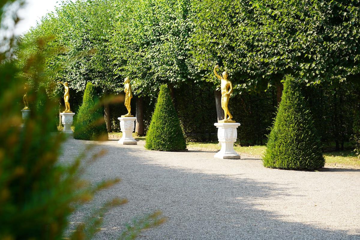 Die goldene Statuen in den Herrenhäuser Gärten